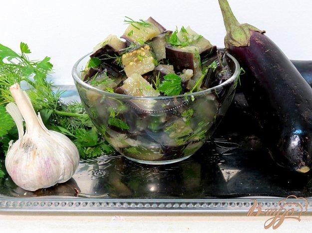 фото рецепта: Салат из отварных баклажанов, чеснока и зелени