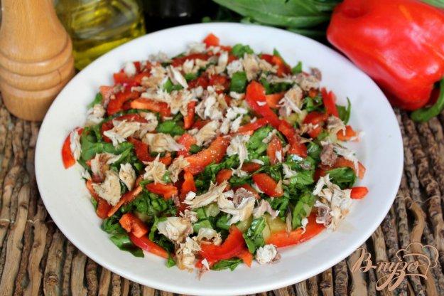 фото рецепта: Картофельный салат с рыбой перцем и шпинатом