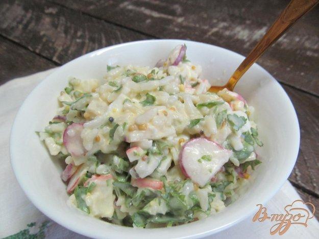 фото рецепта: Салат с редисом и крабовыми палочками