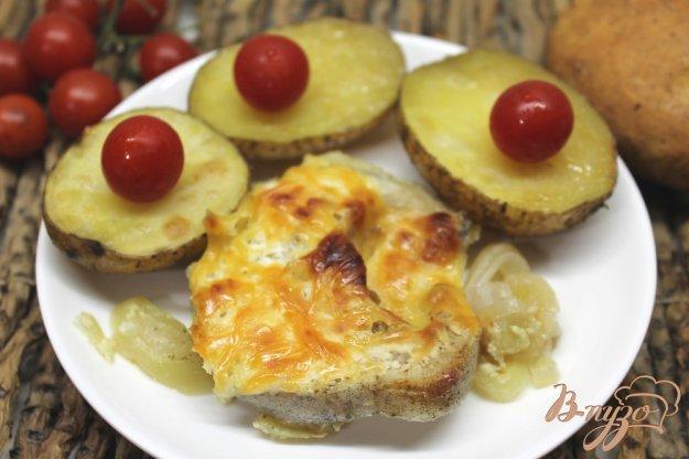 фото рецепта: Мольва с луком и сыром