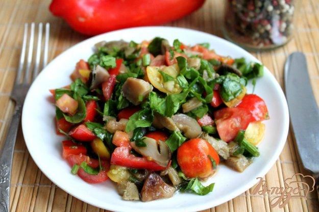 фото рецепта: Грибной салат с помидорами и шпинатом
