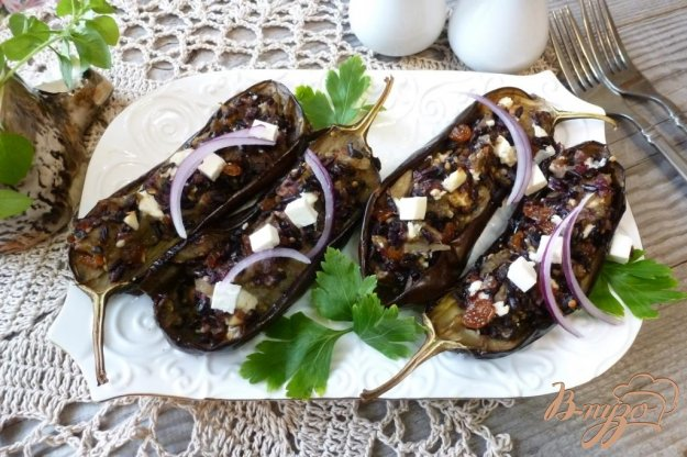 фото рецепта: Баклажаны,фаршированные черным рисом,изюмом и брынзой