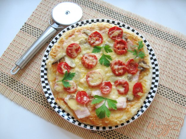 фото рецепта: Пицца с ветчиной и грибами