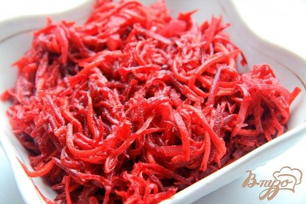 фото рецепта: Салат из моркови и свеклы по-корейски