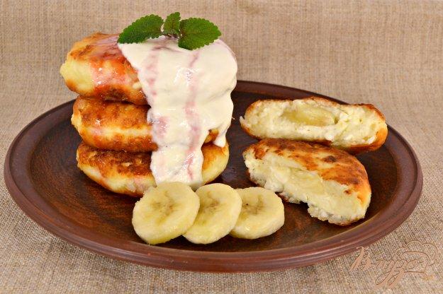 фото рецепта: Кокосовые сырники с бананом