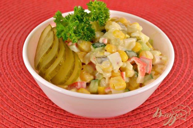 фото рецепта: Крабовый салат с маринованным огурцом