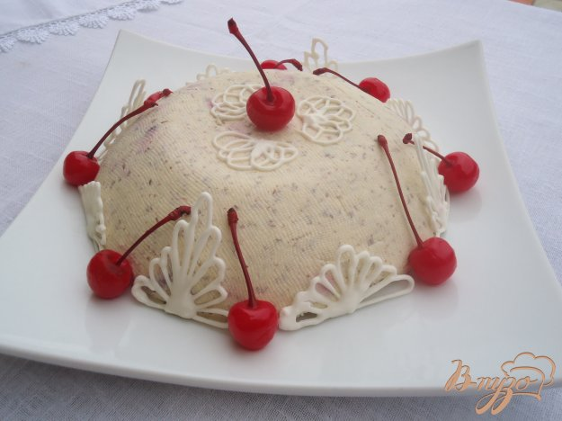 фото рецепта: Заварная творожная пасха с вишней и шоколадом