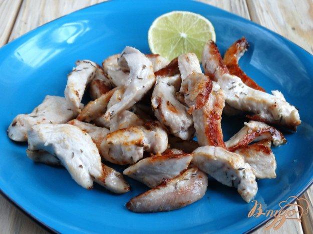 фото рецепта: Жареная куриная грудка с лаймом и тимьяном