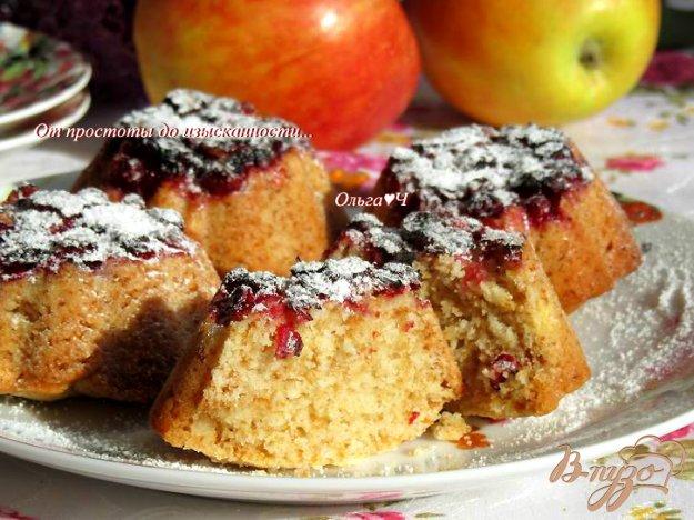 фото рецепта: Яблочные кексы с брусникой