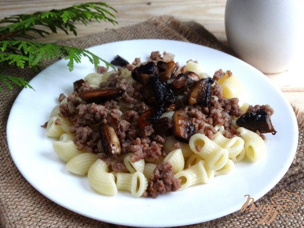 фото рецепта: Паста с говяжим фаршем и шампиньонами