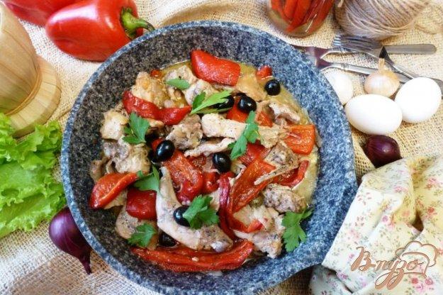 фото рецепта: Кролик со сладким перцем и маслинами