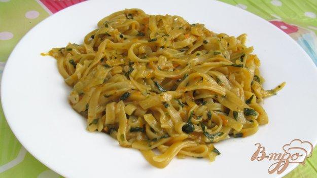 фото рецепта: Яичная лапша со шпинатом