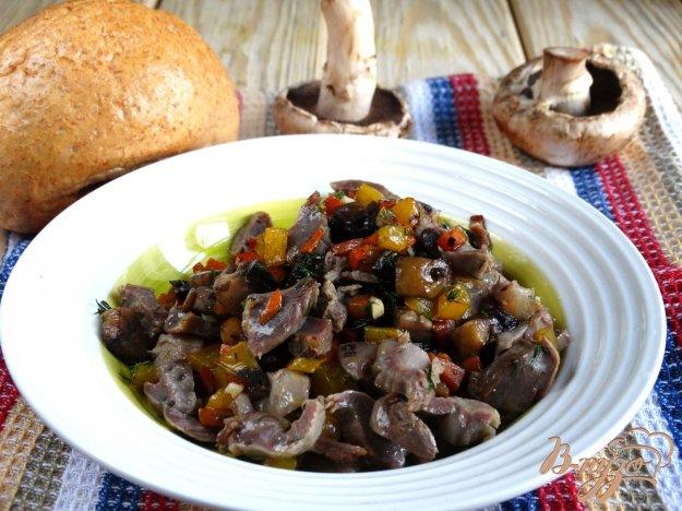фото рецепта: Грибы жареные с овощами и куриными желудочками