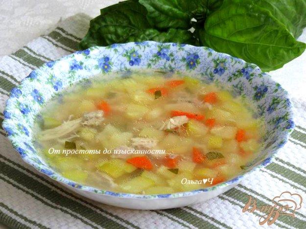 фото рецепта: Куриный суп с кабачком и зеленым горошком