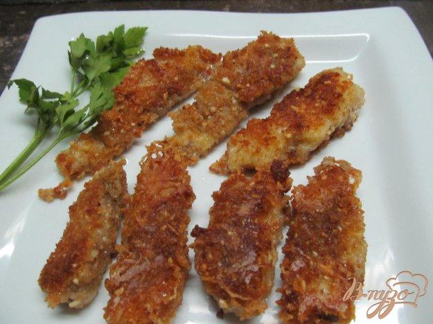 фото рецепта: Палочки из хека в арахисовой панировке