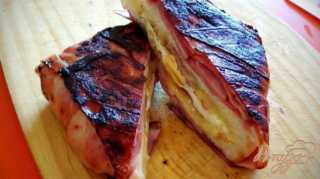 фото рецепта: Клаб-сэндвич с беконом, яйцом и сыром
