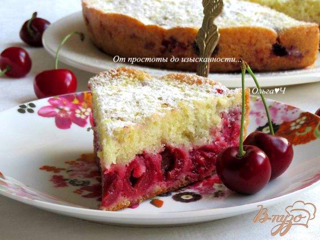фото рецепта: Простейший пирог с вишней