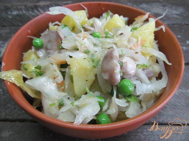 фото рецепта: Салат из квашеной капусты с маринованными грибами
