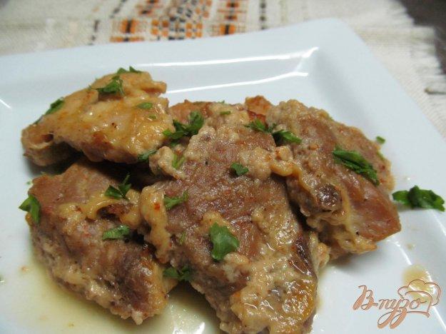 фото рецепта: Запеченная свинина в сметанном соусе