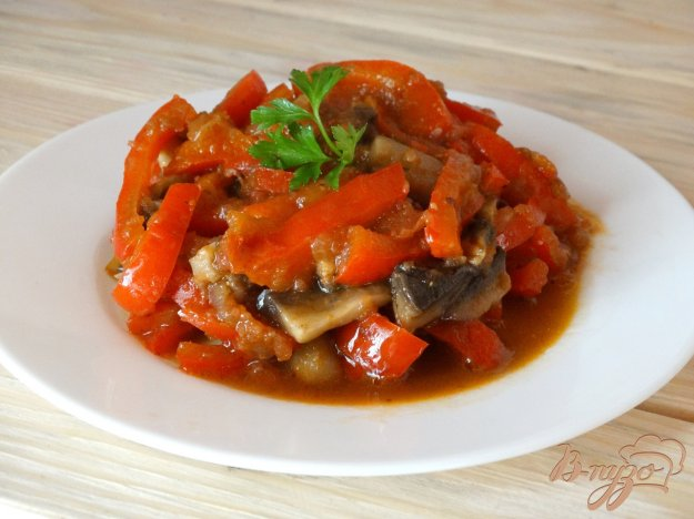 фото рецепта: Лечо с болгарским перцем и грибами