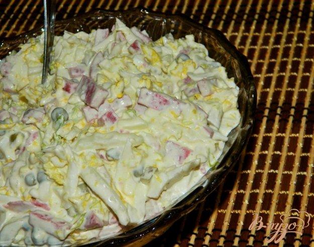 фото рецепта: Салат из пекинской капусты с горошком