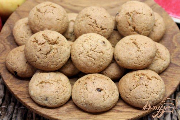 фото рецепта: Печенье с изюмом и ржаными отрубями