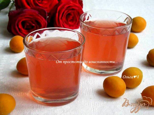 фото рецепта: Абрикосовый компот с ягодами