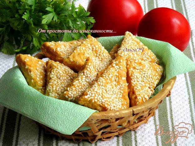 фото рецепта: Сырное печенье с паприкой и кунжутом
