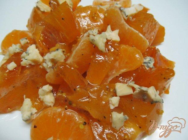 фото рецепта: Французский салат из мандарина с хурмой