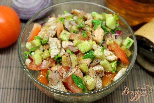 фото рецепта: Салат из помидор с бужениной и яблоком