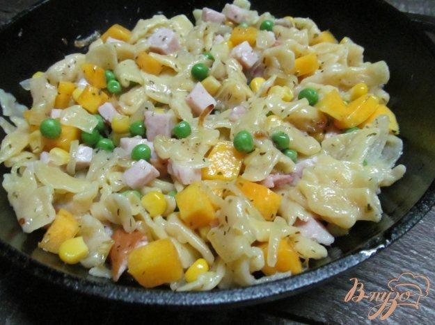 фото рецепта: Домашние макароны с тыквой и кукурузой