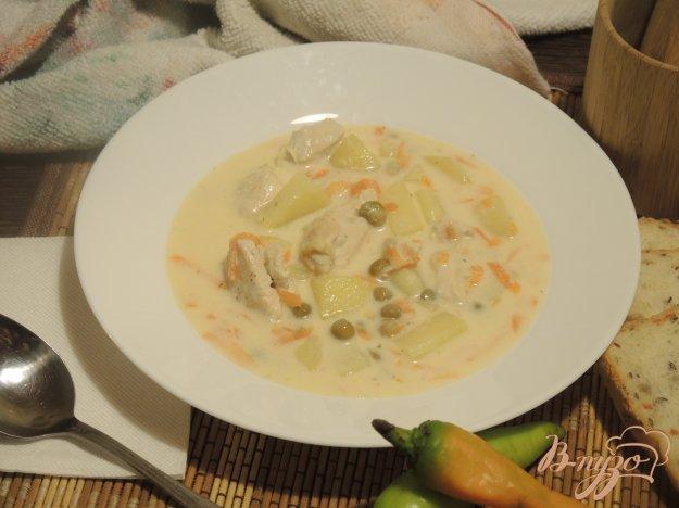 фото рецепта: Сырный суп с зеленым горошком