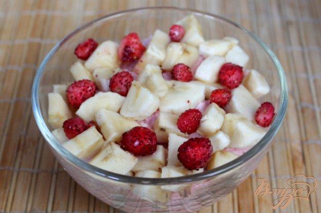 фото рецепта: Творожный десерт с земляникой и бананом