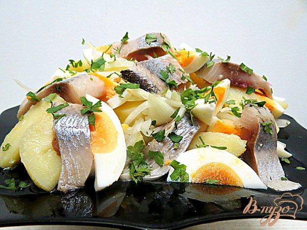 фото рецепта: Салат из сельди, картофеля, лука и яиц