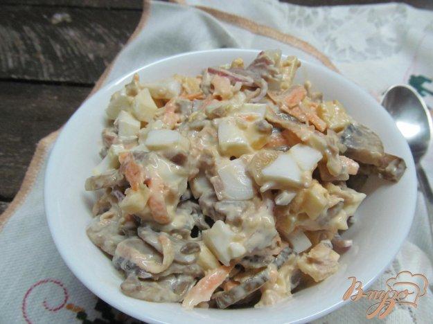 фото рецепта: Салат со свининой грибами и сыром