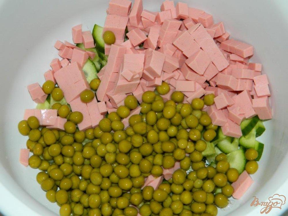 Салат с колбасой и зеленым горошком рецепт с