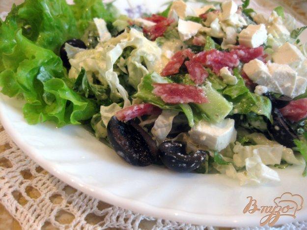 фото рецепта: Итальянский салат с салями и салатом латук