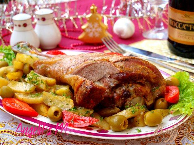фото рецепта: Голень индейки с картофелем