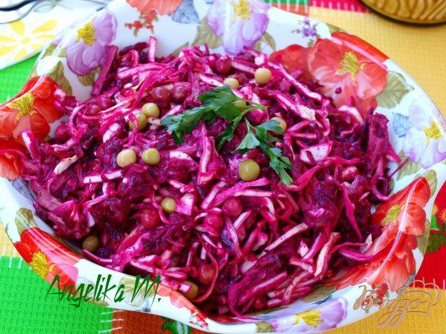 фото рецепта: Салат из говядины с капустой, свеклой и горошком