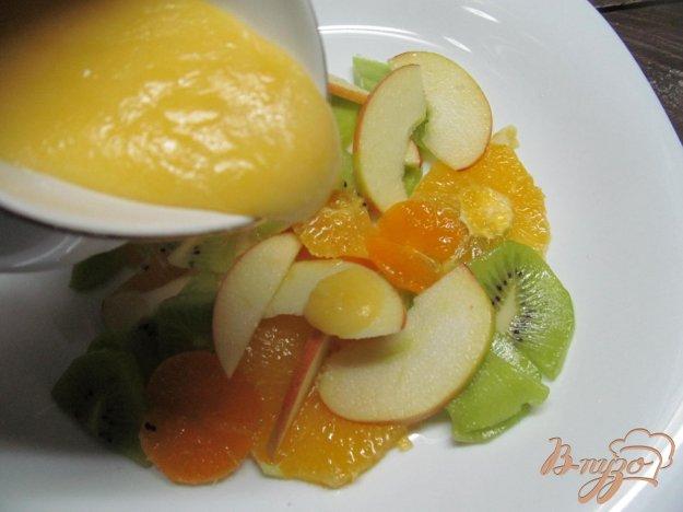 фото рецепта: Фруктовый салат под мандариновым кремом
