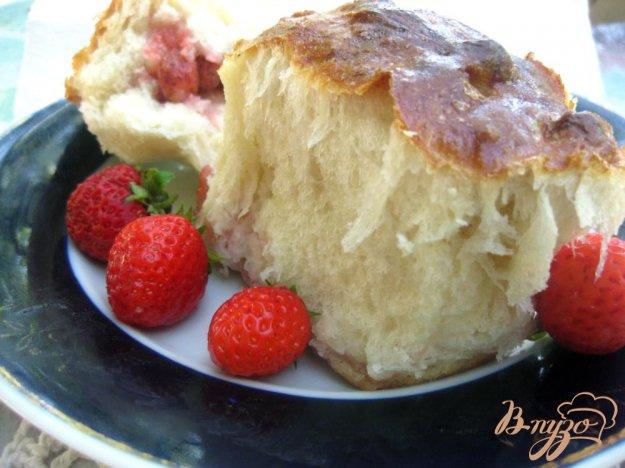 фото рецепта: Печеные пирожки с клубникой