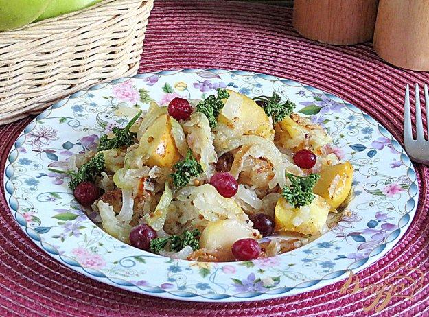 фото рецепта: Гарнир из жареных яблок и лука