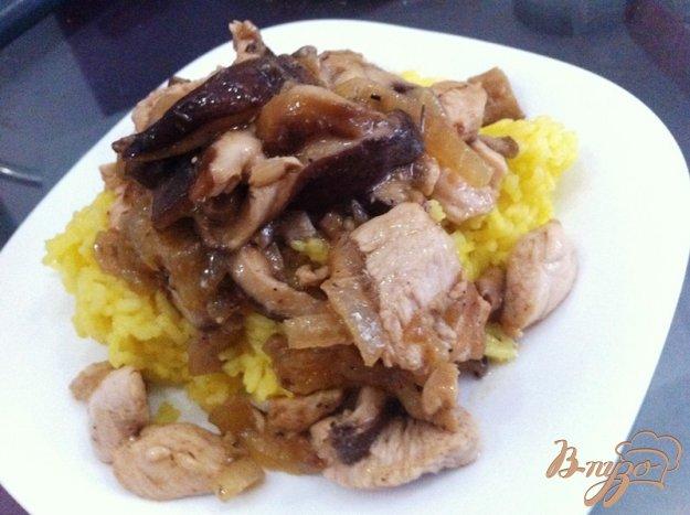 фото рецепта: Рагу из куриного филе и грибов шиитаки с рисом