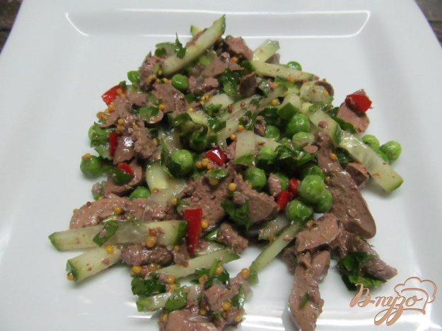 фото рецепта: Салат из куриной печени с огурцом
