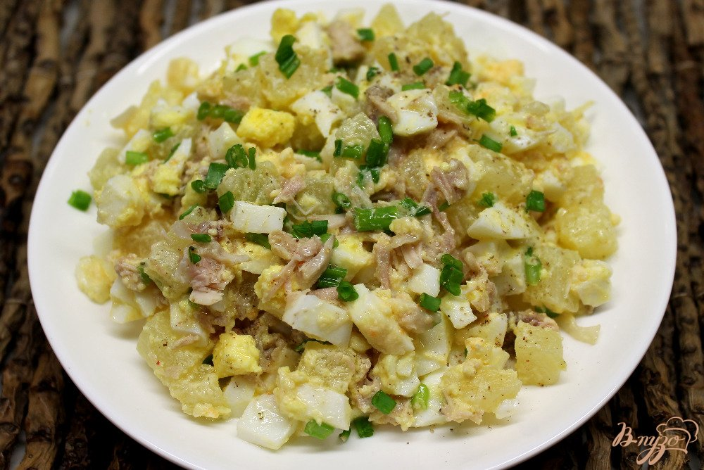 Салат с ананасом, и курицей, и кукурузой - пошаговый ...