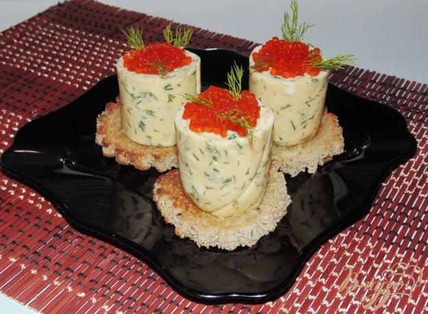 фото рецепта: Закуска из омлета с красной икрой