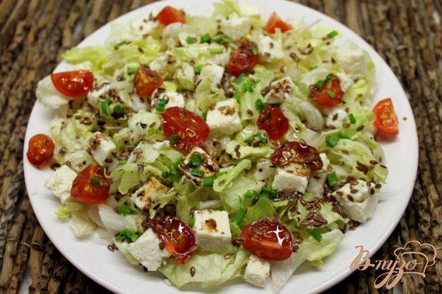 фото рецепта: Салат Айсберг с брынзой и помидорами черри