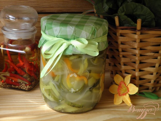 фото рецепта: Огуречный салат с луком и перцем на зиму