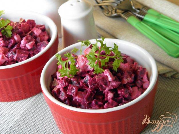 фото рецепта: Салат из свеклы и крабовых палочек
