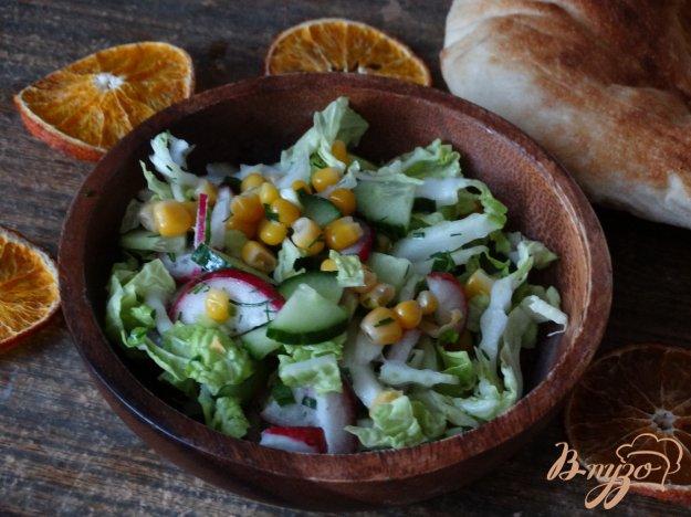 фото рецепта: Салат с кукурузой и редисом